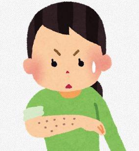 腕のブツブツを気にする女性のイラスト